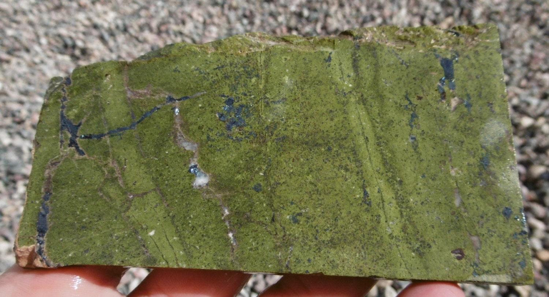 Serpentine Stone Slabs : Serpentine with stichtite slab from