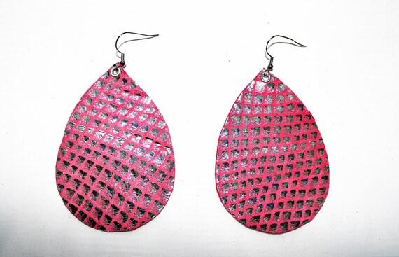 Teardrop Earrings Large - Lightweight leather earrings- Dangle Earring - Drop earring - Silver and pink iridescent teardrop leather earrings
