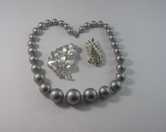 Avon Necklace and Lisner Brooches for Detash or Resale