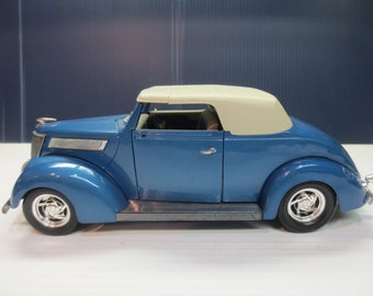 Road Legends 1937 Ford Convertable 1:18 Scale Top Up