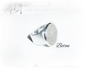 Ring, silver-colored concrete