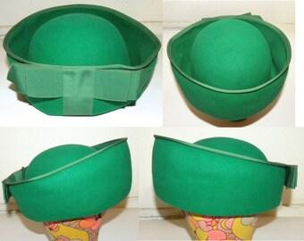1960s 60s Green Hat / High Brim ROUND top / Large BOW / Felt / grosgrain ribbon / Bullocks Wilshire / MOD / Kelly Green