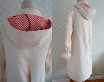 70s vintage raincoat. Vintage hooded gingham raincoat. Off white vintage raincoat.