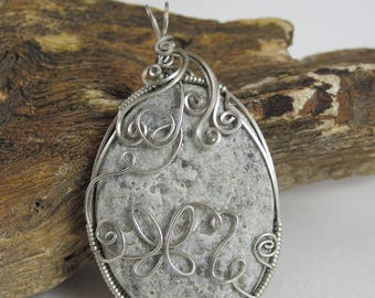 Wire Wrap Riverstone with Butterfly