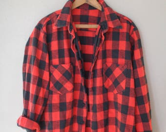 vintage red and black checkered lumberjack flannel button up shirt
