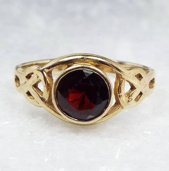 Vintage 1992 9ct Gold Ornate Scottish Celtic Knot Solitaire Garnet Ring / Size L