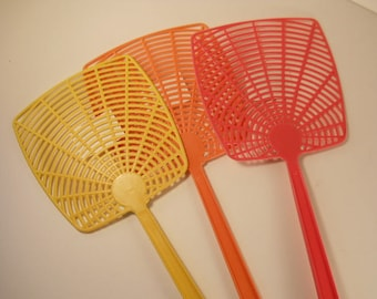 Fly Swatter Set 3 assorted Colors New Vintage