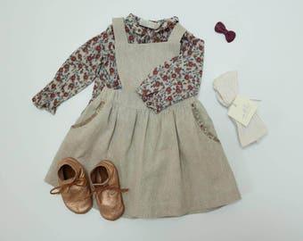 Girls vintage style pinafore dress / Vintage linen girls pinny / Linen Pinafore / Girls linen pinafore apron dress