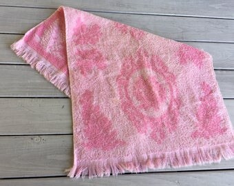 Vtg Pink Hand Towel Fringed Two Tone Ornate Scroll Cotton Bubble Gum 23 x 16
