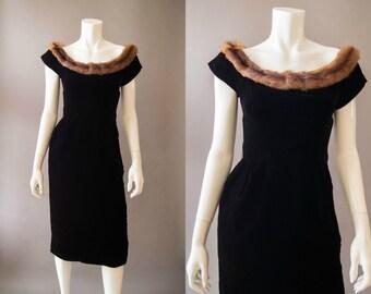 vintage 1950s dress / 50s velvet dress fur collar / Suzy Perette / xs-s