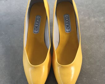 Vintage 80s Connie Bright Yellow High Heel Pumps Women Size 7