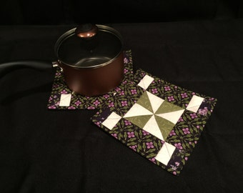 Lilac and Green Floral Pin-Wheel Quilted, Insulated Pot Holder Set