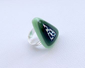 Adjustable olive green ring with dichroic
