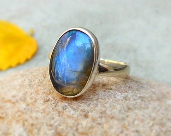 Blue Magic Sterling Silver Ring Labradorite Rings Bezel Ring Boho Ring Blue Stone Ring Stackable Ring gift ring Sz 6.5 Labradorite Jewelry
