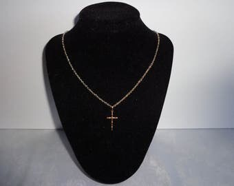 Delicate Rosegold Cross Necklace