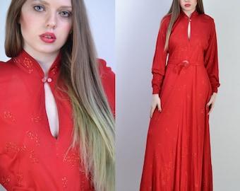 vintage 70s JEAN MUIR Maxi Dress   Red Paisley Glitter Rayon Jersey Maxi Dress   Lucite Belt Buckle