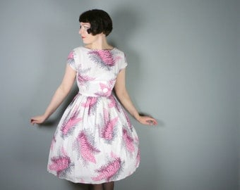 WHITE 50s cotton day dress in PINK and grey leaf / FERN print - rockabilly Mid Century day dress - uk10 / s-m