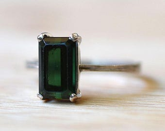 Vintage Green Tourmaline Ring - 2.80 Carat Green Tourmaline Ring - Tourmaline Engagement Ring - Vintage Solitaire Engagement Ring