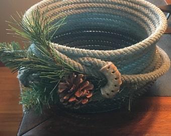 Lariat bowl with pine cones