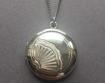 1920's Art Deco Sterling Silver Round Photo Locket