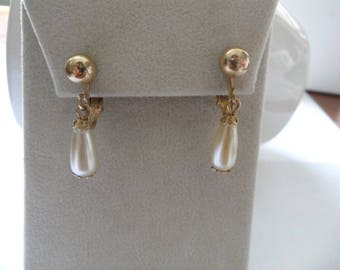 Something Old Champagne Pearl Earrings Sarah Coventry Earrings Clip On Champagne Drop Earrings Teardrop Pearl Earrings Minimalist Wedding