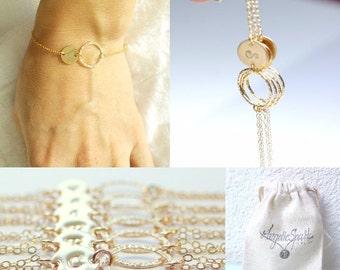Personalized bridesmaid bracelet Set of 5,6,7 Bridesmaid jewelry Bridesmaids gift Bridesmaid bracelet Gold initial bracelet