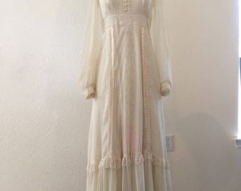 SALE** Lovely 1970s vintage prairie style Gunne Sax dress by Jessica McClintock ** has a light pink stain on bottom front of lace panel