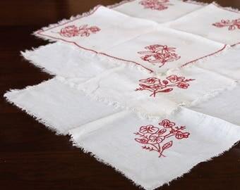 Vintage white linen napkins with red embroidered flowers, 3 hand embroidered napkins, red florals, cottage décor, farmhouse décor