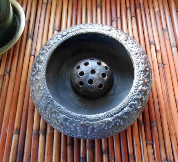Tokenabe Black Embossed Vase With Flower Holder