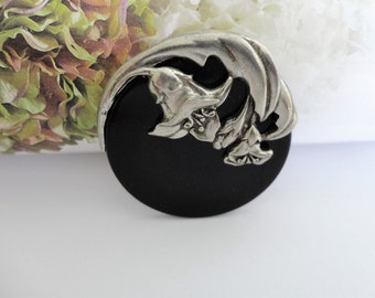 Vintage Signed 1988 Seagul Pewter Canada Brooch