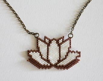 Necklace with a lotus shape pendant in miyuki