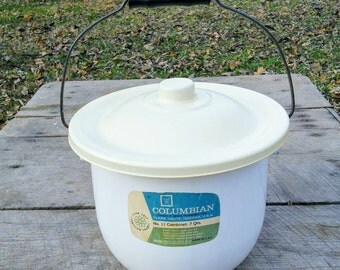 Enamel 7 Quart Pot Pail With Lid, Like New! Still Has Sticker! vintage Pail, sanitary pail, Compost Bucket