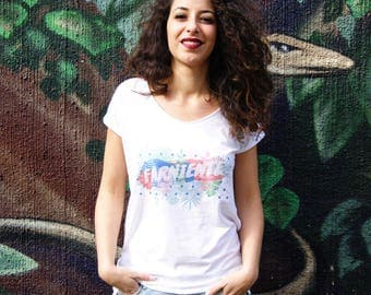 Clearance. White tshirt printed with a message. Tropical pattern. Ideal for summer. Rolled up sleeves and flared neck. Organic cotton.