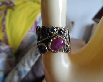Handcrafted Fine Art Genuine Mozamboqie Ruby & Sapphire 925 Sterling Silver Plated Black Rhodium and Gold Ring Sz 7.5, Weight 10.2 Grams