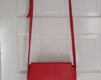 Vintage Red Leather Shoulder Bag!