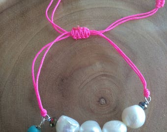 Bracelet of pearls and nylon