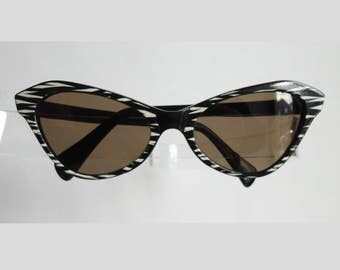 Cool 50s Vintage Cat Eye Sunglasses // Black White