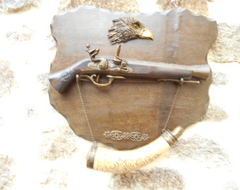 REDUCED - From 46 to 31 Vintage Replica Gun and Powder Horn Wall Plaque