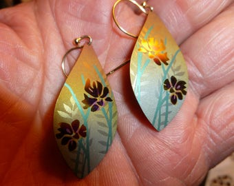 Lovely Leaf Shaped Metal Earrings With Exotic Flower Motif