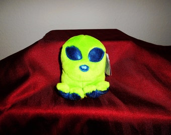 """Puffkin Beanbag Plush Alien """"Roswell""""/Bright Green With Deep Blue Eyes Nose and Feet./Creature like Plush/Super Loveable!"""