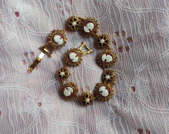 Vintage kitsch gold tone bracelet with plastic cameos
