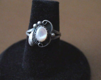 Native American Navajo Sterling Silver Mother Of Pearl Ring Size 6