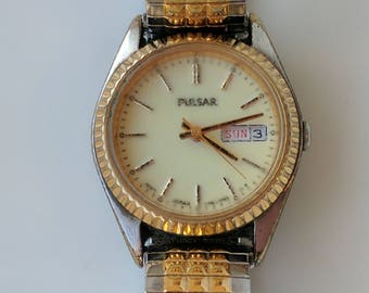Ladies Pulsar Day & Date Wristwatch 1980s English and French Days of the Week