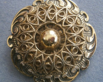 D4) A lovely vintage light gold tone metal West Germany filigree ornate round scarf clip