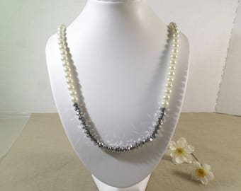 Beautiful Vintage Silver Tone Glass And Faceted Beaded Single Strand Necklace  DL#2318