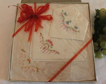 Vintage Boxed Set of 3 Ladies Cotton Floral Embroidered Hankies - Hankerchiefs