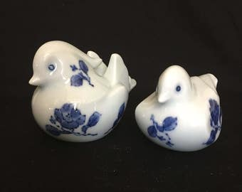 Pair of Blue and White Porcelain Birds Chinoiserie Birds Vintage