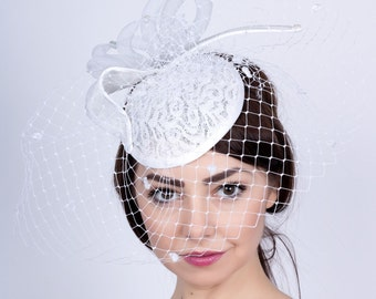 White Wedding mini hat, Bride's Hat, Romantic wedding fascinator, lace hat, Bridal mini hat, white lace fascinator, Wedding veiled headpiece
