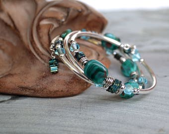 Aqua Green Swirl Bead Memory Wire Bracelet with Hematite Squares