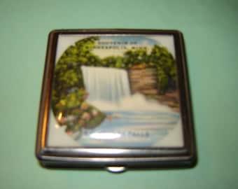 Souvenir compact Minneapolis Minihaha Falls